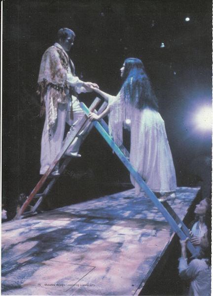 Representación del Dartmouth Department of Theater, 2002.