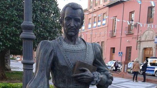 Statue of Fernando de Rojas in Talavera de la Reina, by Juan Cantero (2016)